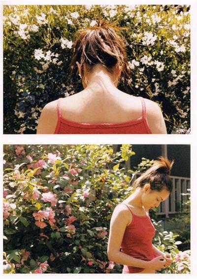 肩紐がずれて乳首が見えちゃった映像♪